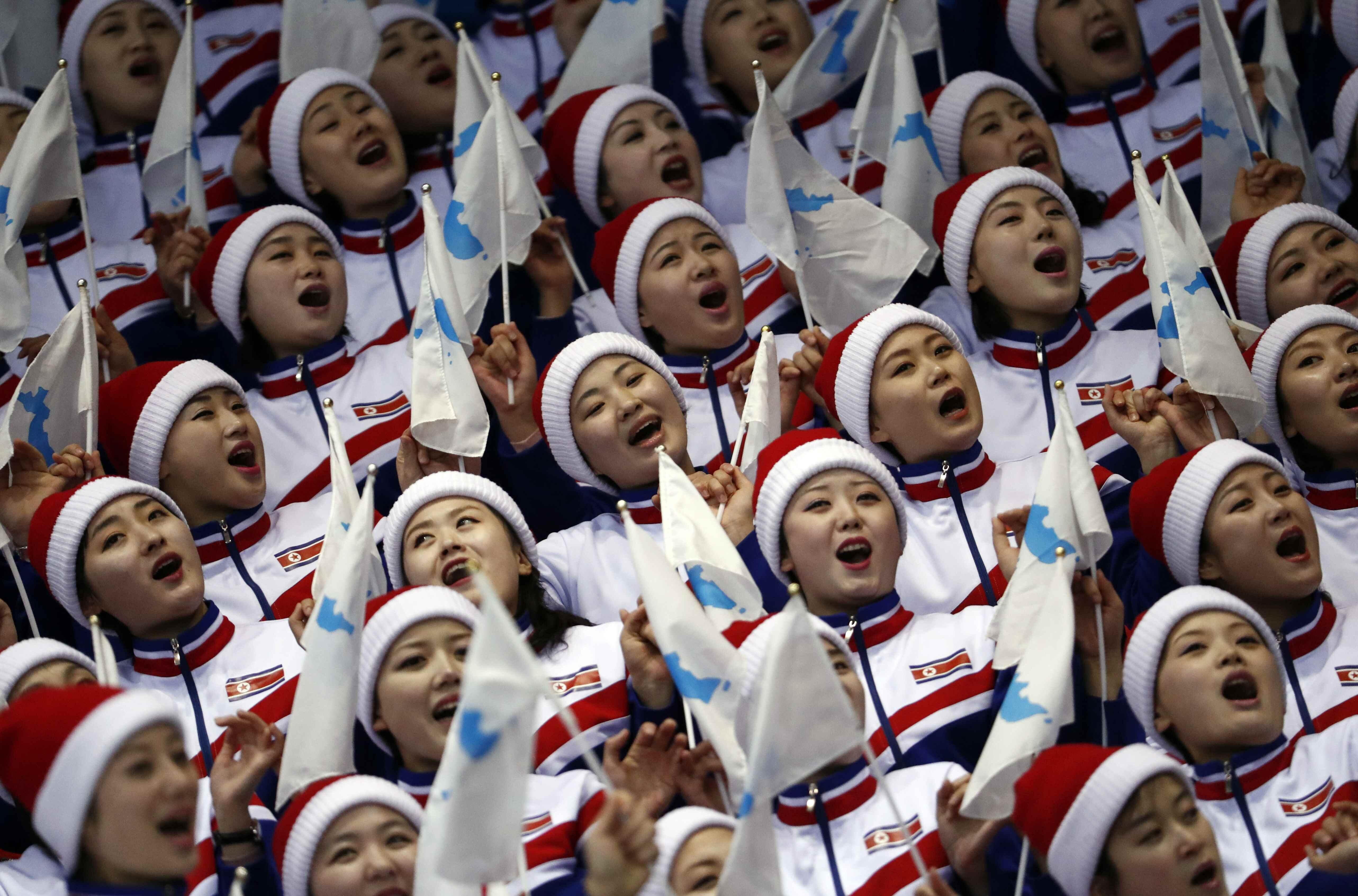 Kuzey Koreli ponpon kız hayatının hatasını yaptı