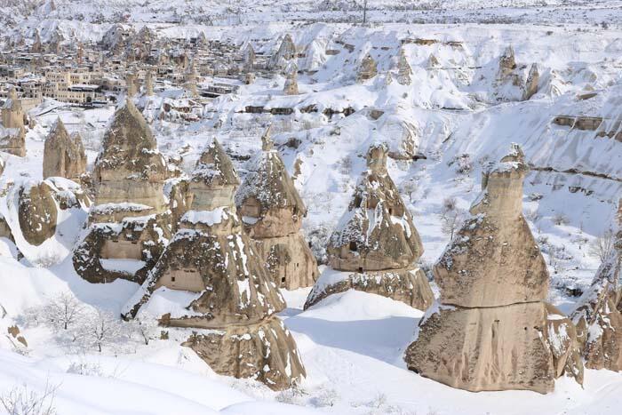 Kapadokya, beyaza büründü