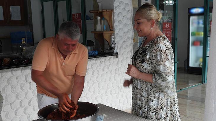 Muazzez Ersoy'dan çiğ köfte partisi - Son Dakika Magazin Haberleri