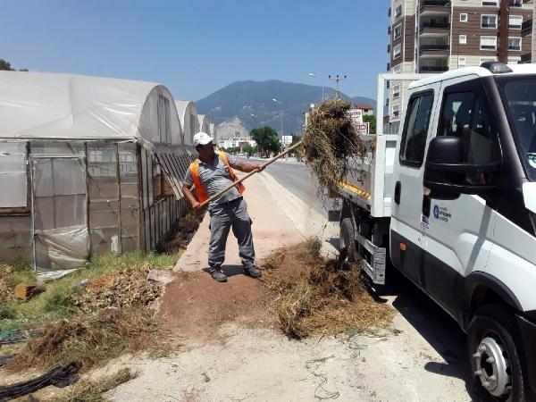 Büyükşehir, Finike'de temizlik çalışması gerçekleştirdi