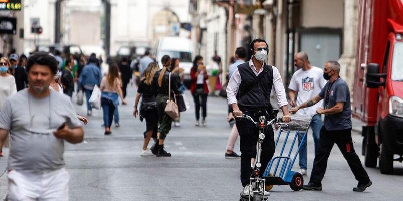 İtalya'da Kovid-19 vaka sayılarında gerileme sürüyor