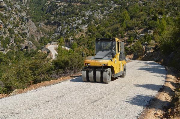 Manavgat Ahmetler yolu asfaltlanıyor