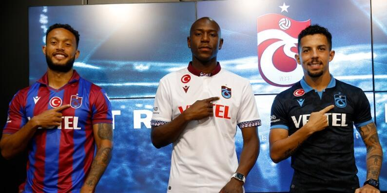 Trabzonspor'dan yeni transferlere imza töreni
