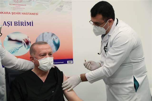 Cumhurbaşkanı Erdoğan'a kim aşı yaptı, aşı yapan doktor kim? Doç.Dr.İhsan Ateş kimdir?