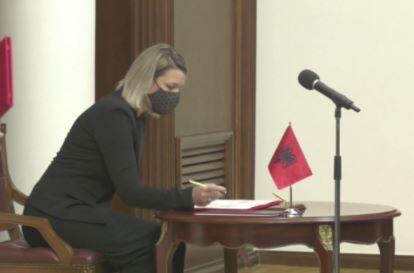 Arnavutluk'ta yeni kabine tarihe geçti