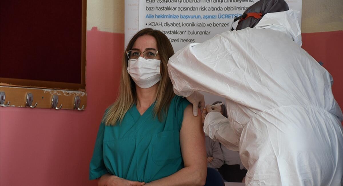 MEB: 499 bin öğretmene aşı randevusu verildi - Son Dakika Flaş Haberler