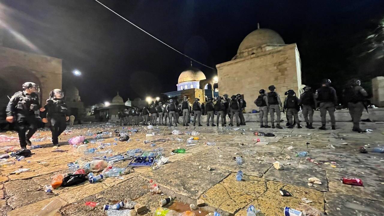 İsrail'den Mescid-i Aksa'da cemaate saldırı! - Dünyadan Haberler