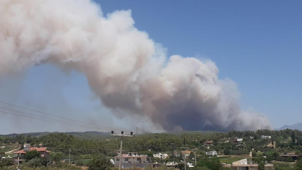 SON DAKİKA: Manavgat'ta orman yangını... Yerleşim yerlerine ulaştı - Son  Dakika Flaş Haberler