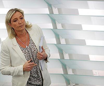 Irkçı lider Le Pen'in dokunulmazlığı kalktı