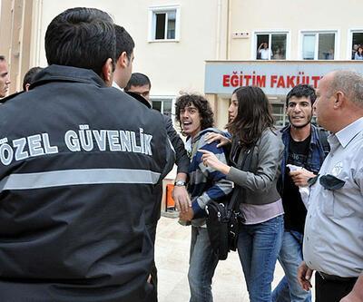 Öğrenciler özel güvenlikçiyi kaynar çayla yaktı