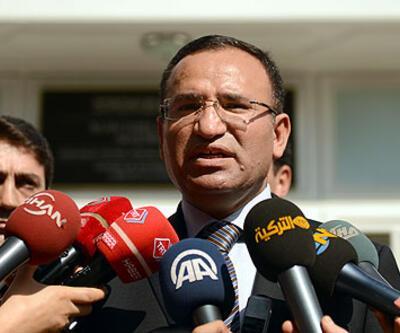 """Bozdağ: """"Türkiye'ye çiçek atılmadı"""""""