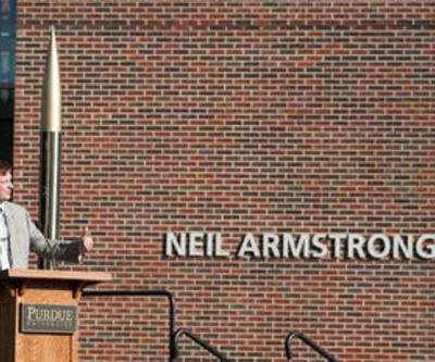 Neil Armstrong'un cenaze töreni tartışma yarattı