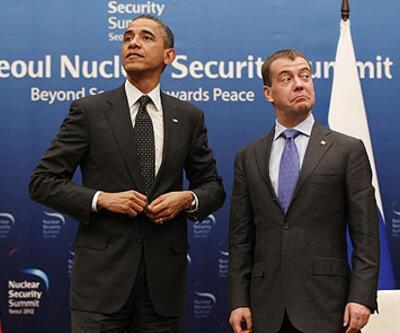 Medvedev ve Obama mikrofon kazası kurbanı