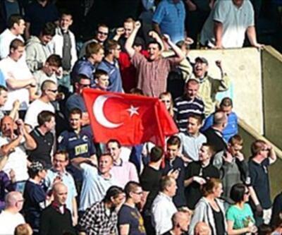 Türk bayrağı açan İngiliz taraftara ceza