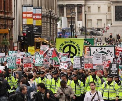 Savaş karşıtları Londra'da yürüdü