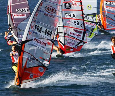 En hızlı windsurfçüler Alaçatı'da