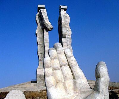 """""""İnsanlık Anıtı"""" 18 parçaya bölünecek"""