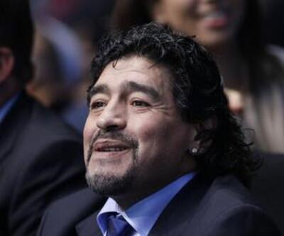 Ahmedinecad Maradona'yı istiyor
