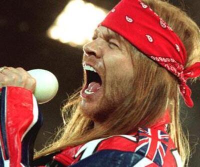 Guns N' Roses'a şişe yağdırıp sahneden kovdular