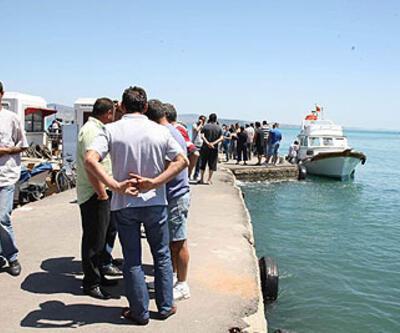 Tekneden 1 kişi sağ olarak kurtulurken, kaybolan 4 kişi ise hâlâ  bulunamadı.