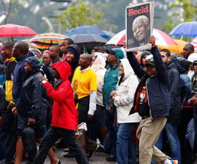 Mandela son yolculuğuna uğurlanıyor