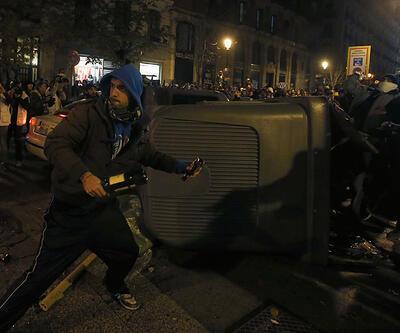 İspanya'da Öfkeliler polisle karşı karşıya