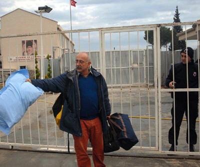 Sevan Nişanyan cezaevine girdi
