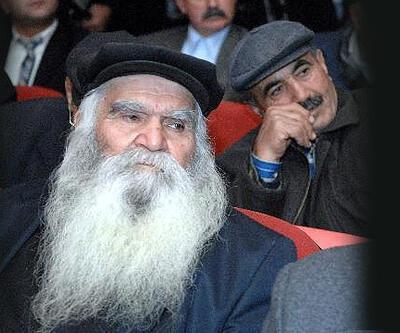 Alevi dedeleri Umre'ye götürülüyor