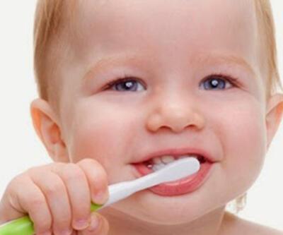 Çürük, süt dişlerinde daha çabuk ilerliyor!