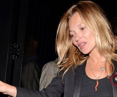 Kate Moss'un ayyıldızlı broşu dikkat çekti