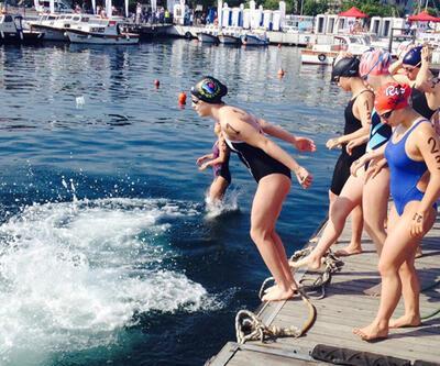 Açık Su Yüzme Şampiyonası Çanakkale Boğazı'nda yapıldı