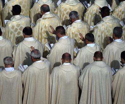 """Vatikan'ın ilginç sırları: """"Cinsel organ koleksiyonu, seks süiti, kadın papa..."""""""