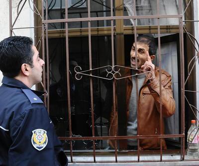 """""""Ben Mehdiyim"""" deyip 3 polisi pompalı tüfekle yaraladı"""