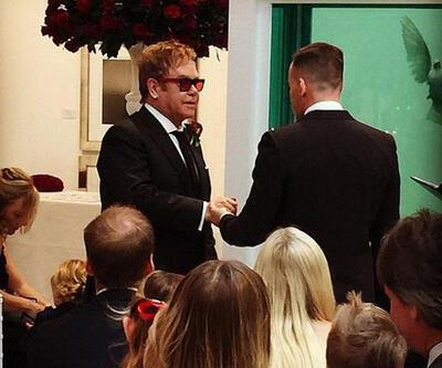 Elton John böyle evlendi!