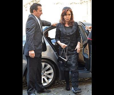 Arjantin Devlet  Başkanı Kirchner tatilde ayağını kırdı