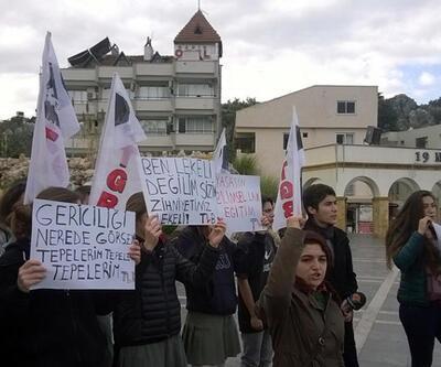 Marmaris'te öğrencilerden 'Eteğime dokunma' eylemi