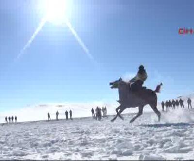 Kar üstünde cirit nefes kesti