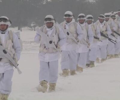 Komandolar Bolu'da kış tatbikatı gerçekleştirdi