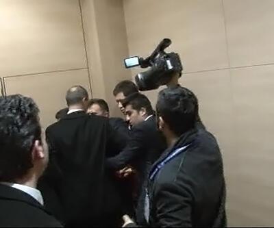 Erdoğan konuşurken pankart açmak isteyince...