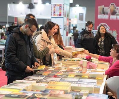 Ayrıntı Yayınları 2 yıl aradan sonra İzmir Kitap Fuarı'nda