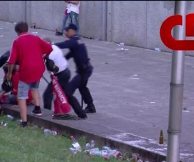 Polis, çocuklarının gözü önünde dövdü