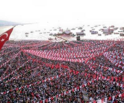 CHP lideri Kılıçdaroğlu İzmir'de Gündoğdu Meydanındaydı
