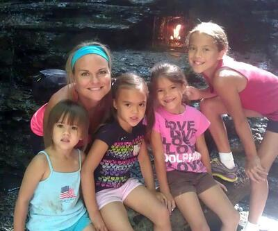 Kanserden ölen arkadaşının 4 çocuğunu evlatlık aldı