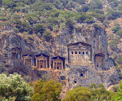 Dalyan'daki tarihi kaya mezarları tel örgüyle korunacak