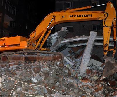 Bahçelievler'de yıkımı süren bina çöktü: 1 ölü