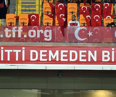 Milli maçtaki saygı duruşunda ıslıklama taraftar kamerasında!