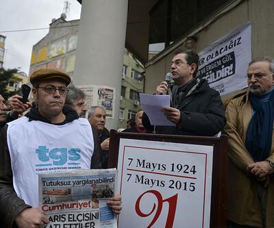 Gazeteciler Can Dündar ve Erdem Gül için yürüdü