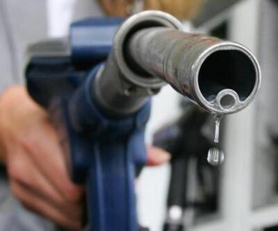 Benzine litrede 8 kuruş indirim yapıldı