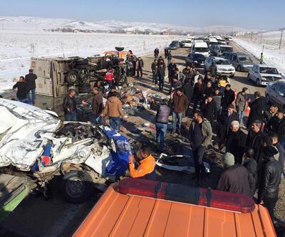 Van'da öğrenci minibüsü kamyonetle çarpıştı: 11 ölü, 4 yaralı
