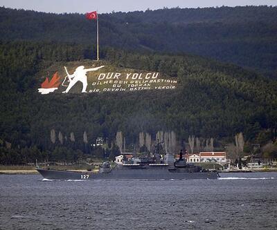 Rus savaş gemisi, Çanakkale Boğazı'nı Türk botunun refakatiyle geçti